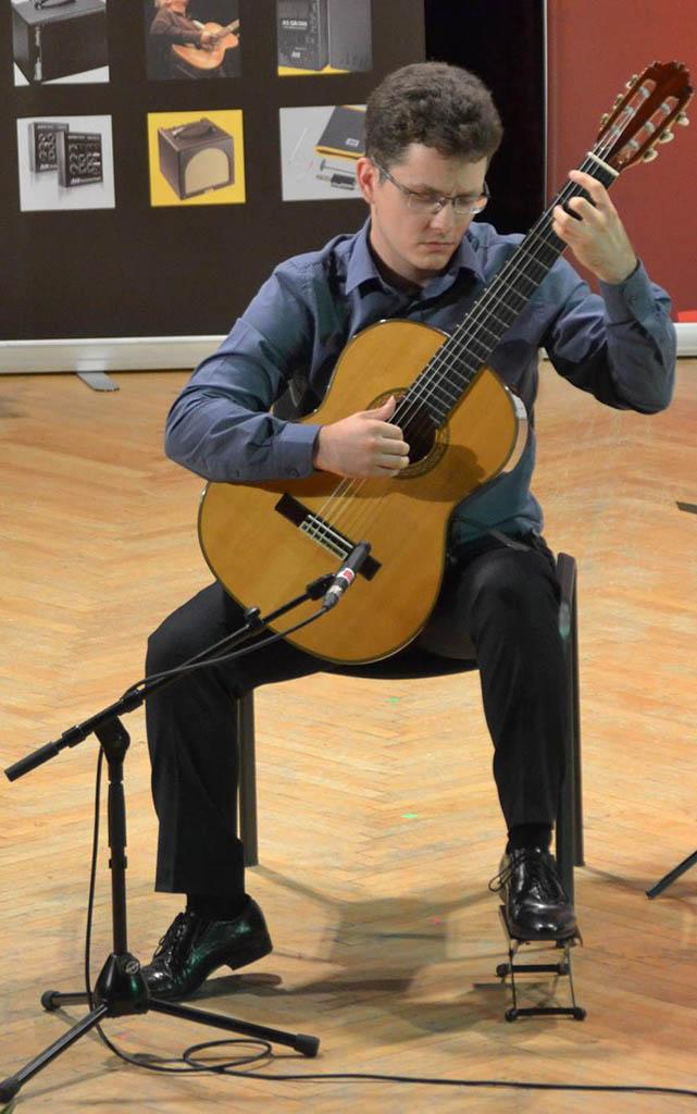 Tudor-Niculescu-Mizil online guitar lessons